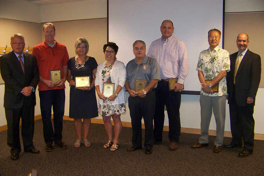 College presents faculty, staff awards