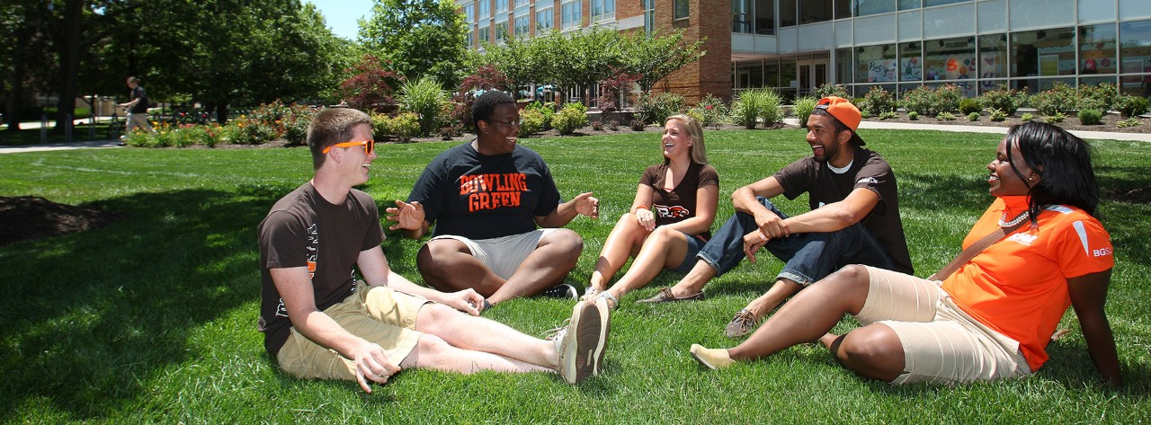 students-outside-orientation-bgee9413_mini