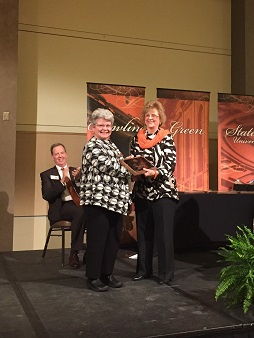 Dr. Sue Carter Wood Receives President's Award for Collaborative Research