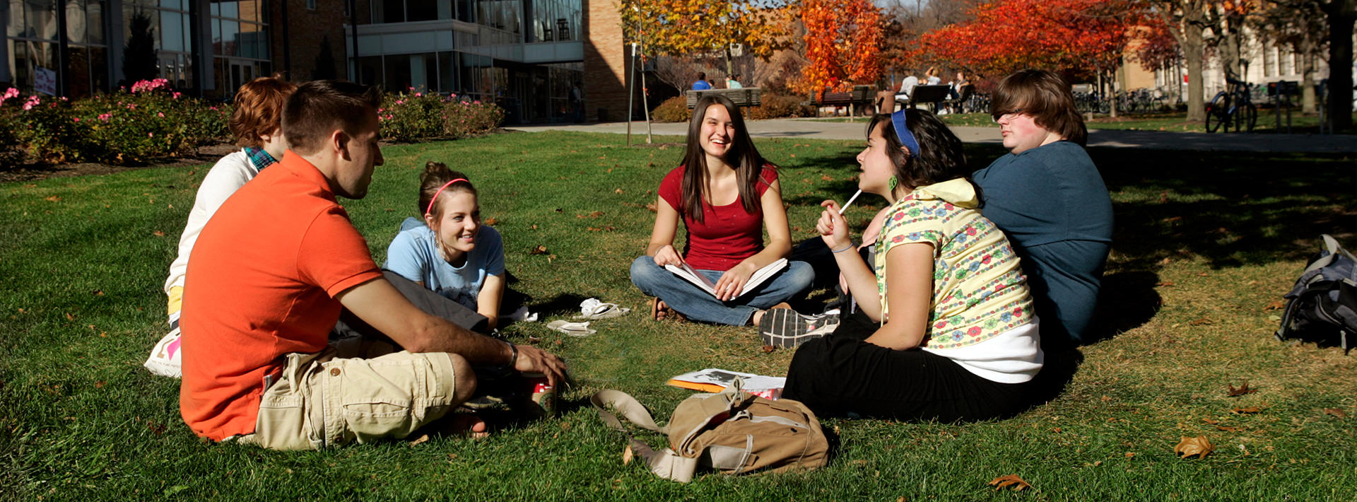 students-outside-studying-campus-08-9161-mini