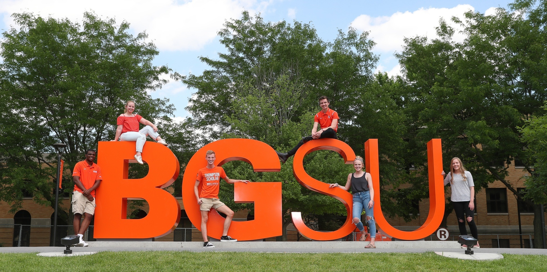 bgsu sign and students image