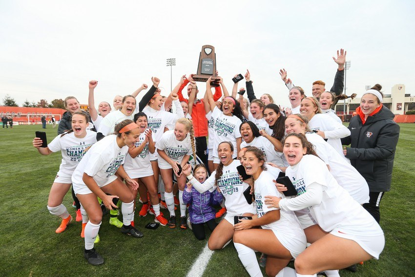 Women's Soccer wins second straight MAC championship