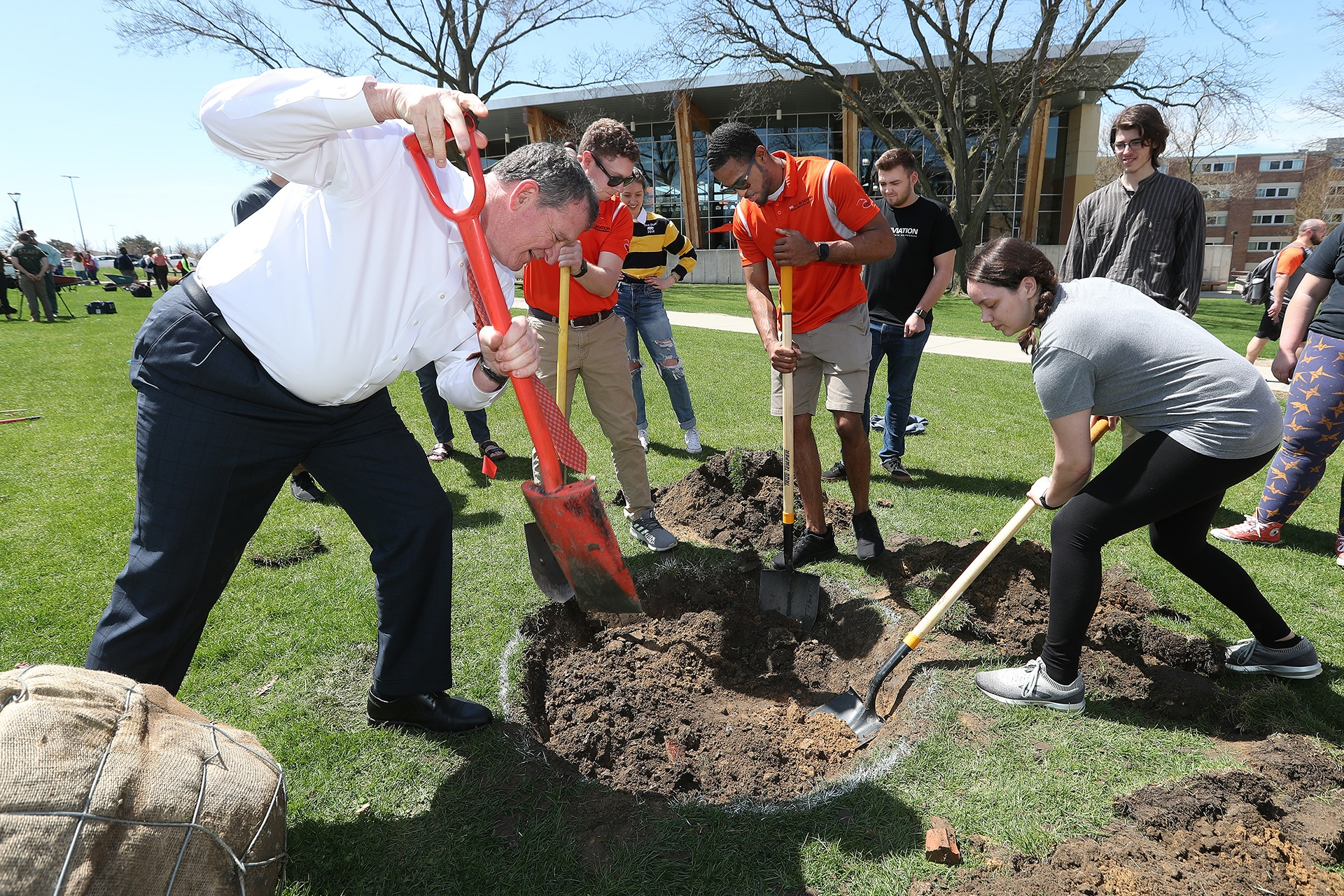 President-Rodney-Rogers-with-students-planting-trees
