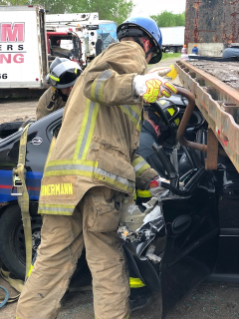 Heavy-rescue-autoextrication3.jpg
