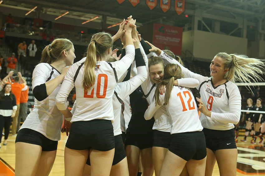 Volleyball remains first in the MAC with win over Toledo