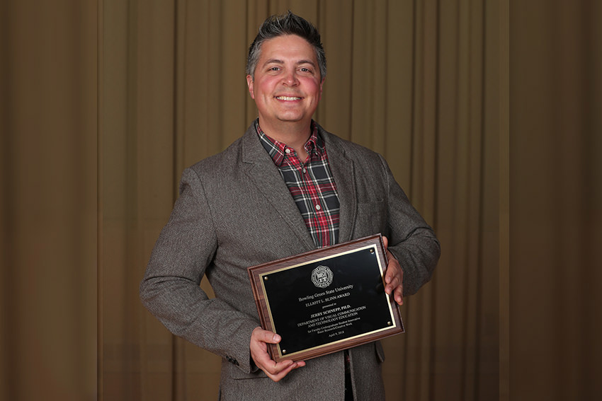 Schnepp's work with VCT students recognized with Blinn Award